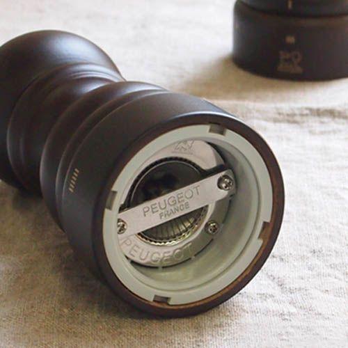 Мельница для соли Peugeot Paris U темно-коричневая из бука 12 см