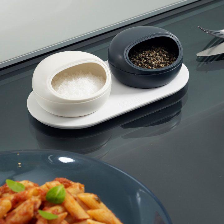 Набор банок для соли и перца на подставке Ovi Joseph Joseph белая и серая