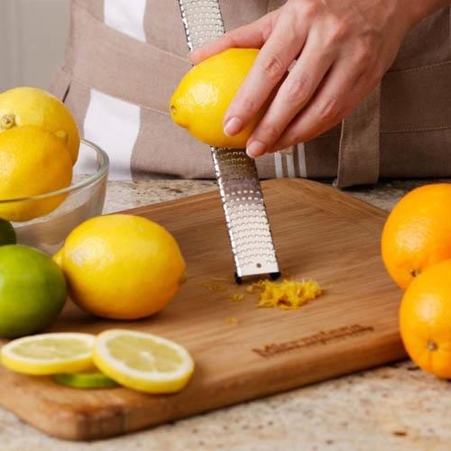 Терка мелкая для цитрусовых Microplane Premium Classic с оранжевой ручкой, фото