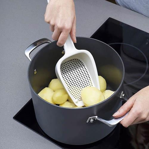 Картофемялка Josepf Josepf Scoop белая, фото