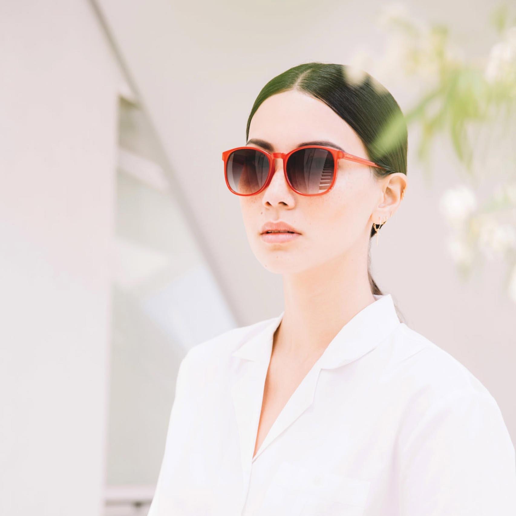 Солнцезащитные очки Komono Urkel Milky Red
