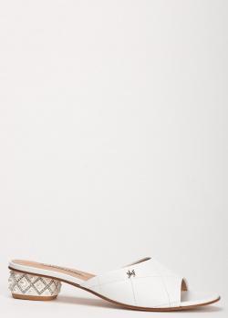 Белые шлепанцы Marino Fabiani с декором-жемчужинами на каблуке, фото