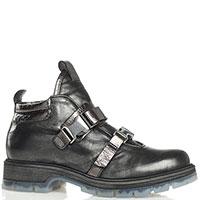 Низкие ботинки Fru.It с лаковыми вставками и декоративными пряжками, фото