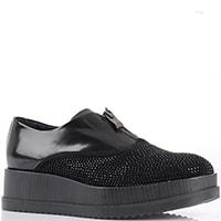 Черные туфли на платформе Tosca Blu из комбинации замши и полированной кожи декорированные стразами, фото