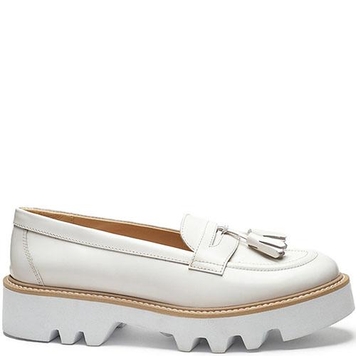 Женские туфли-лоферы CIRCUL из натуральной полированной кожи белого цвета, фото
