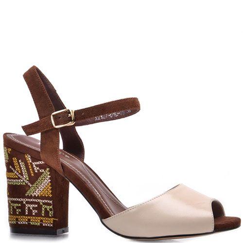 Босоножки Prego из кожи бежево-коричневые с принтом на каблуке, фото