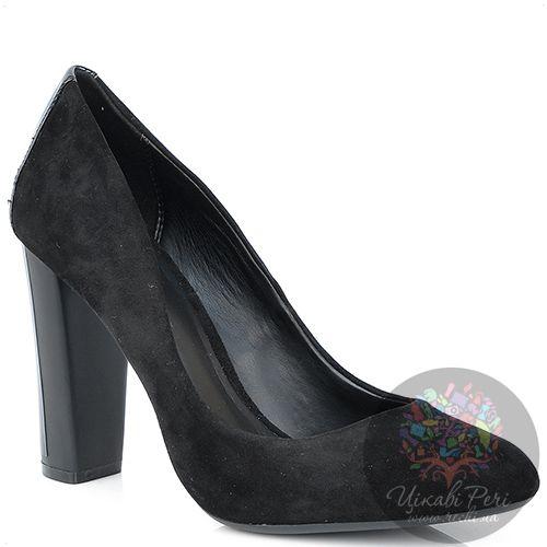 Туфли Calvin Klein черные замшевые на каблуке-столбике с лаковым декором, фото