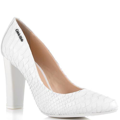 Туфли Calvin Klein на среднем каблуке с имитацией кожи питона белого цвета, фото