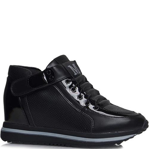 Кроссовки Jierkang черного цвета с лаковыми и перфорированными вставками, фото