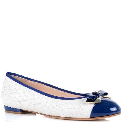 Женские туфли Essere на низком ходу белого цвета с синим лаковым носочком, фото