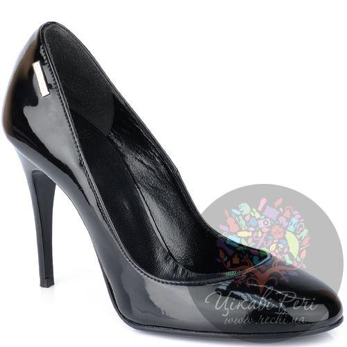 Туфли GF Ferre на шпильке черные лаковые с круглым носком, фото