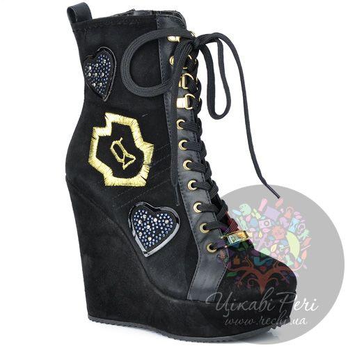 Ботинки Galliano на танкетке черные замшевые со шнуровкой и молнией, фото