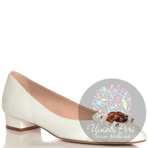 Туфли Giorgio Fabiani кожаные белые на низком каблуке со стильной пряжкой, фото