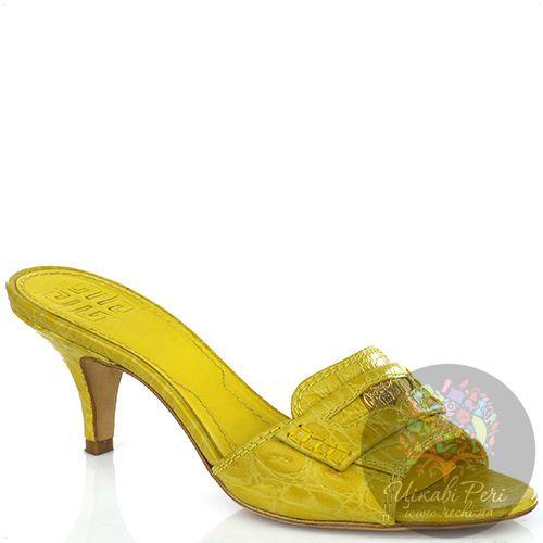 Босоножки Givenchy из фактурной лаковой кожи лимонного цвета, фото