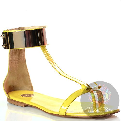Сандалии Elisabetta Franchi кожаные лаковые желтые с металлическим ободом, фото