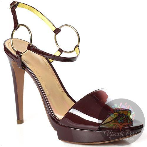 Босоножки Pollini на шпильке кожаные лаковые красно-коричневые с тонким ремешком на кольцах, фото