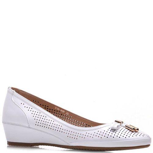Туфли Prego из натуральной белой кожи на танкетке с перфорацией, фото