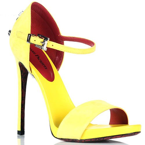 Желтые замшевые босоножки Cesare Paciotti с фирменным металлическим знаком на каблуке, фото