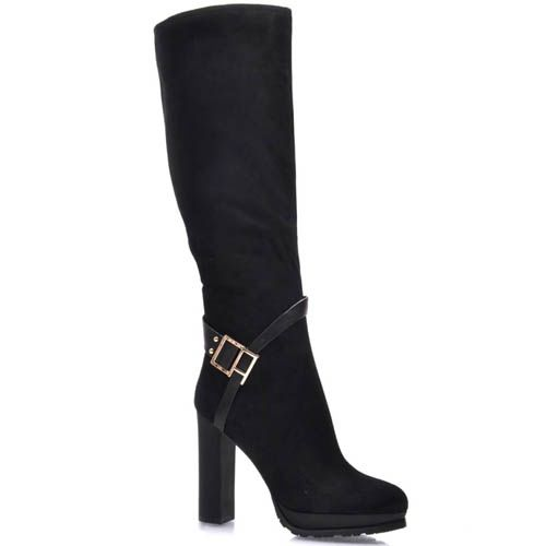Сапоги Prego из черной замши с узким носком на каблуке и с диагональной пряжкой, фото