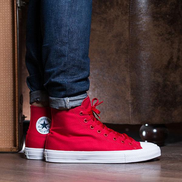 Высокие красные кеды Converse Chuck II на белой подошве