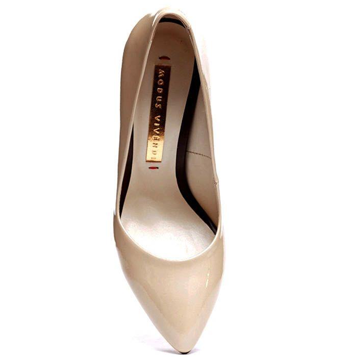 Туфли из лаковой кожи бежевого цвета Modus Vivendi на устойчивом каблуке