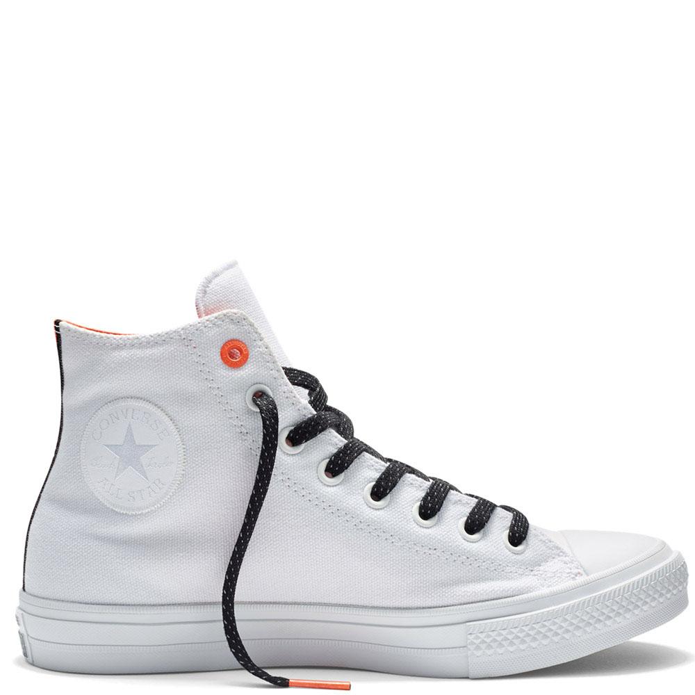 Белые высокие кеды Converse Chuck II с черной шнуровкой