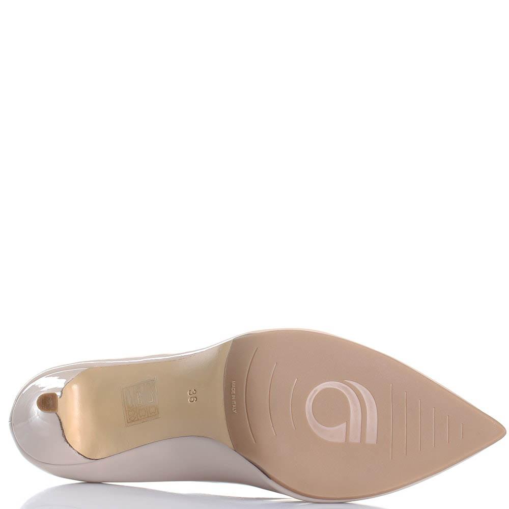 Туфли бежевого цвета Giorgio Fabiani из лаковой кожи