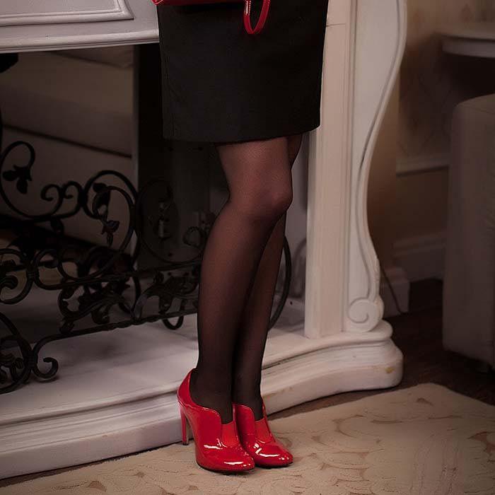 Закрытые туфли Modus Vivendi из насыщенно-красной лаковой кожи