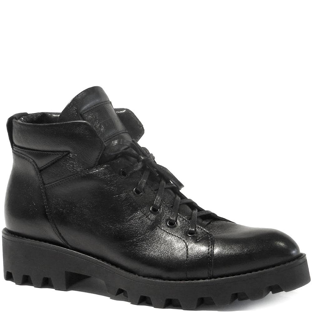 Зимние ботинки Reda Milano из кожи черного цвета на рельефной подошве