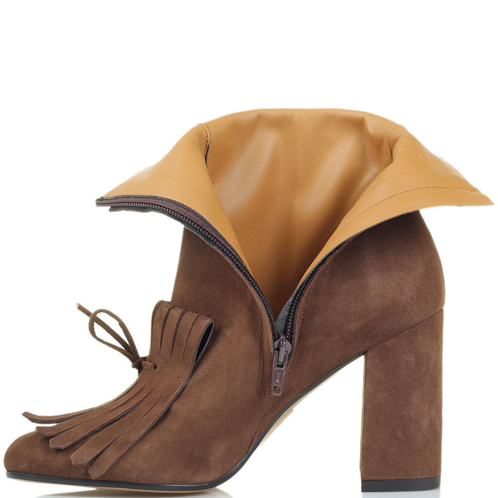 Замшевые ботильоны коричневого цвета Bianca Di украшенные крупной бахромой