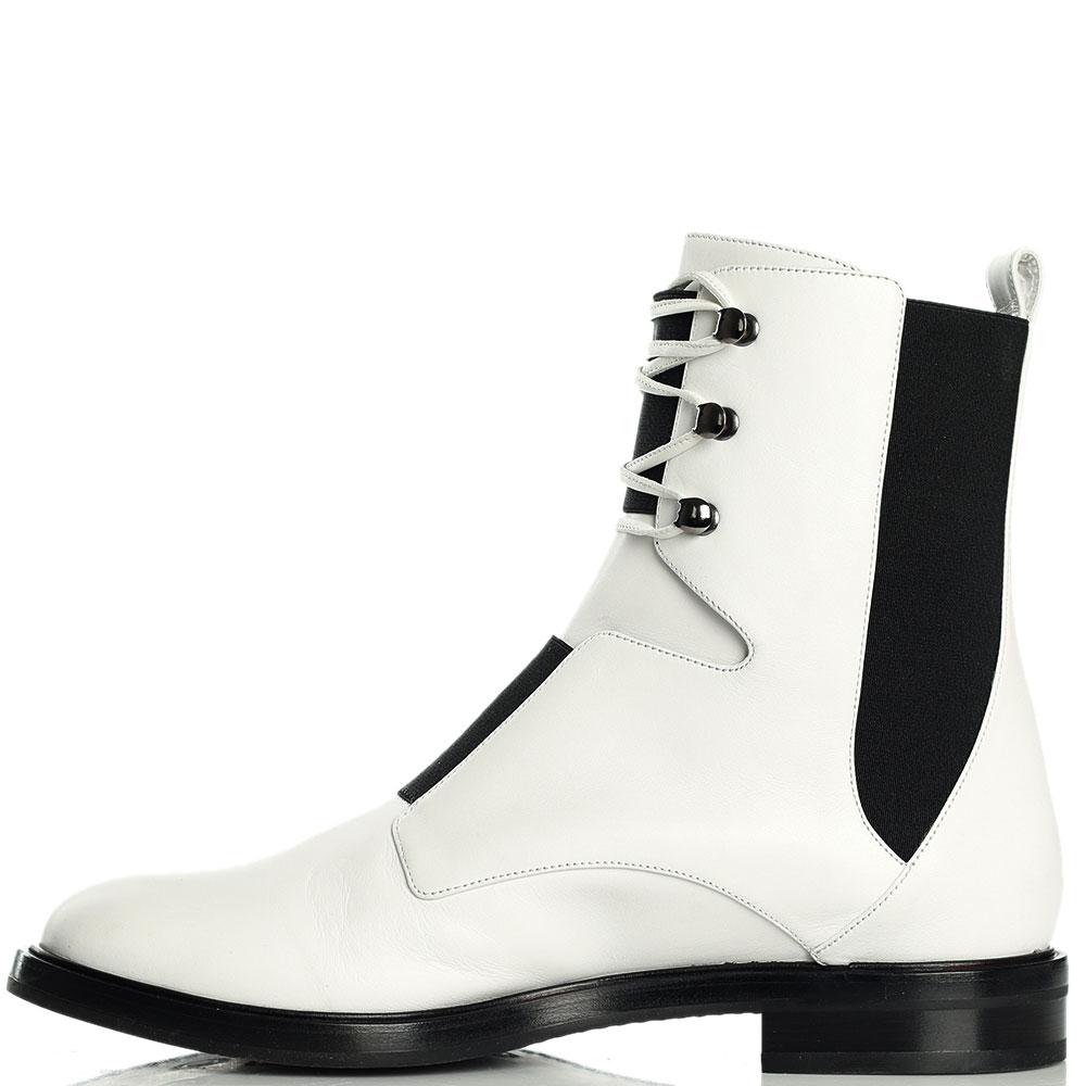 Ботинки Casadei белого цвета на шнуровке
