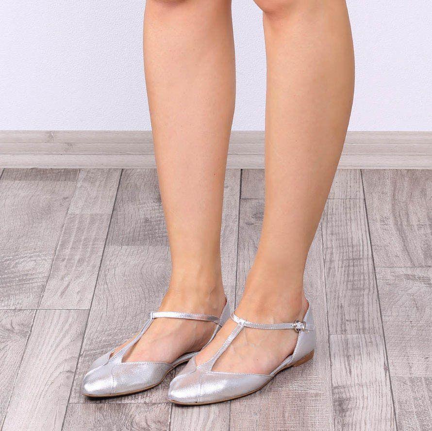 Босоножки Ovye с закрытым носочком и пяточкой серебристого цвета