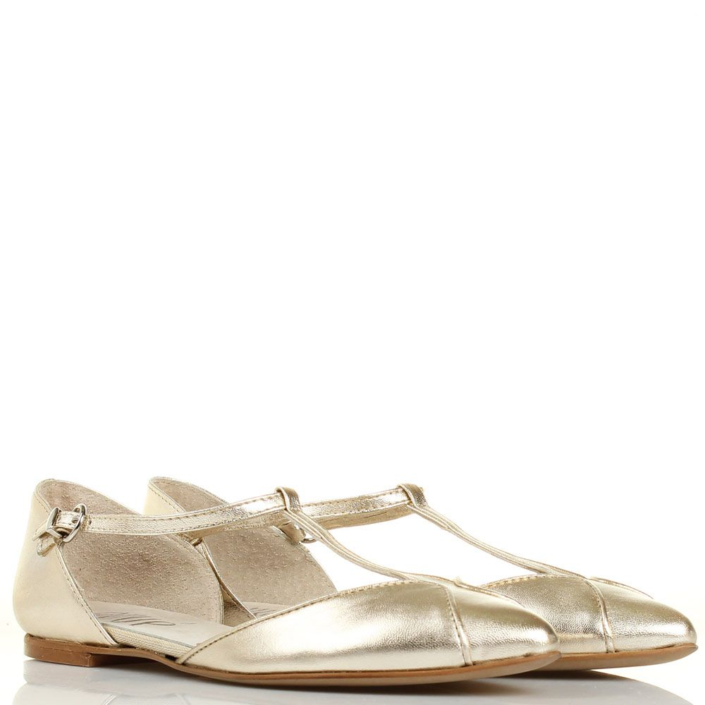 Босоножки Ovye с закрытым носочком и пяточкой золотого цвета