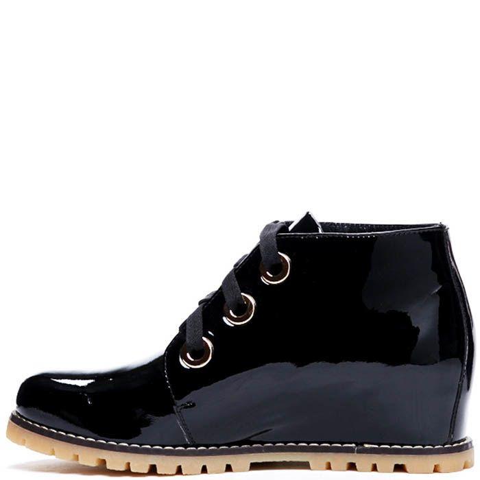 Ботинки из лаковой кожи черного цвета Modus Vivendi на скрытой танкетке