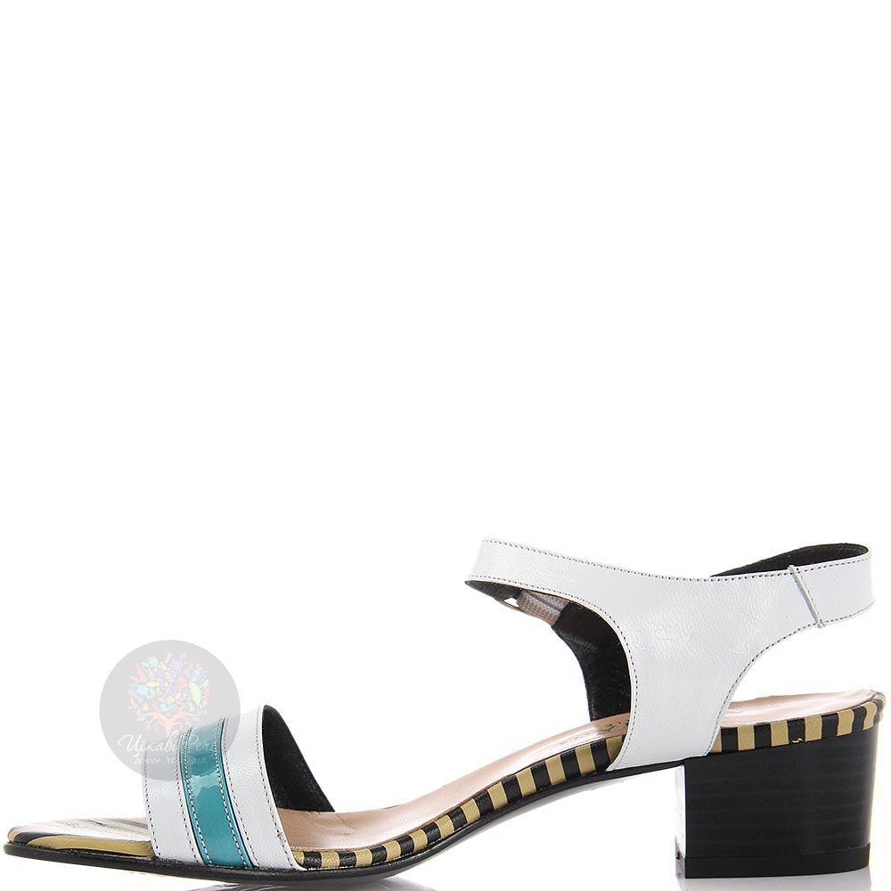 Кожаные босоножки Nuovi Artigiani белого цвета с бирюзовой полоской на носочке