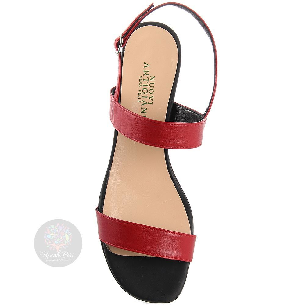 Босоножки Nuovi Artigiani красного цвета на устойчивом каблуке