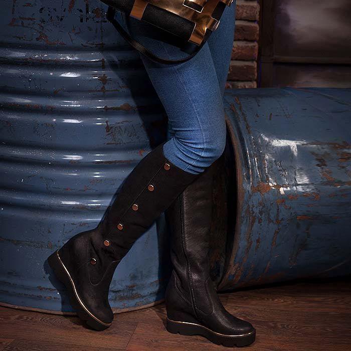 Женские сапоги Modus Vivendi из натуральной кожи черного цвета на скрытой танкетке