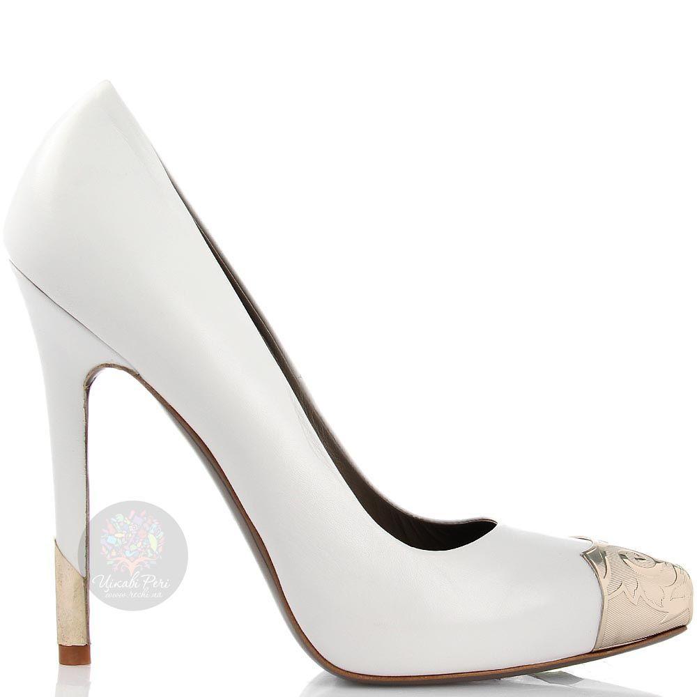 Кожаные туфли Versace Collection белого цвета с золотистым декором
