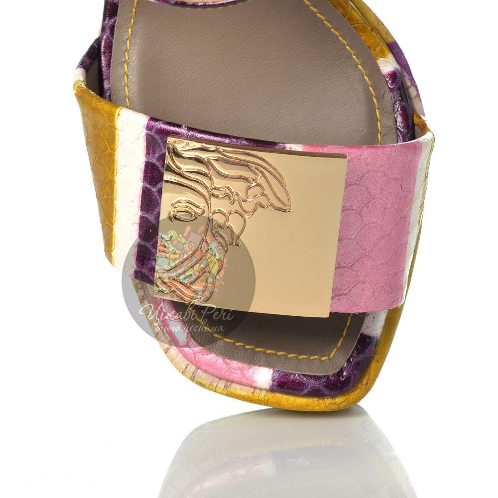Босоножки Versace Collection на танкетке кожаные с чешуйчатой фактурой