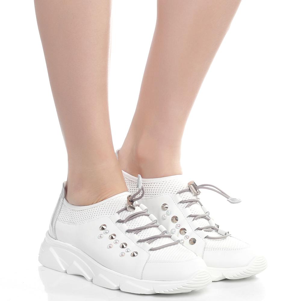 Белые кроссовки Tine's с декором-шипами