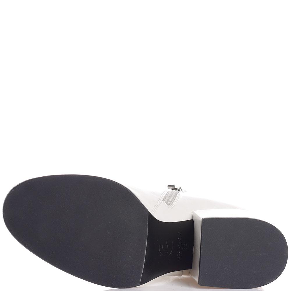 Кожаные белые ботильоны Gianni Famoso с закругленным носочком