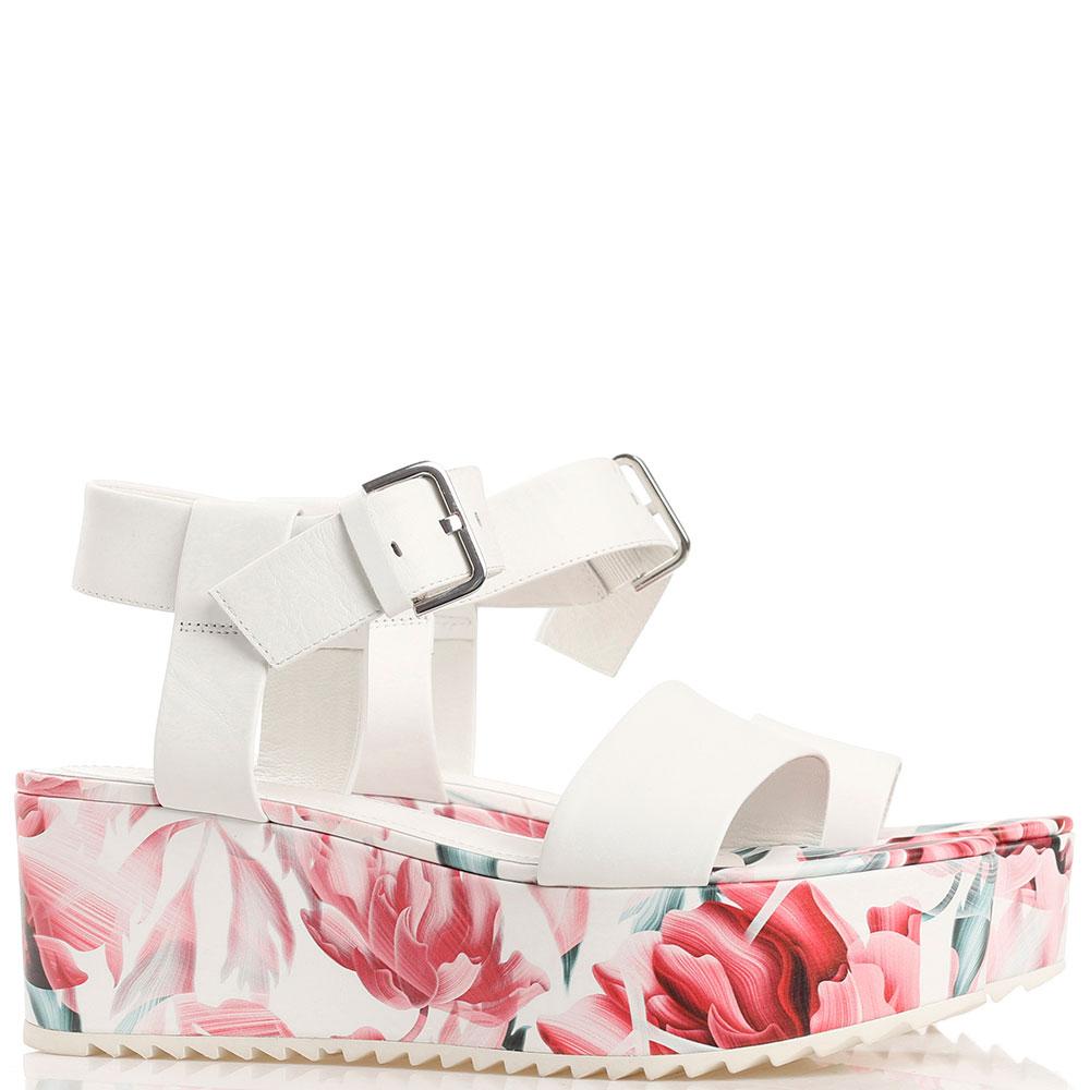 Белые босоножки Kennel & Schmenger с цветочным принтом на платформе