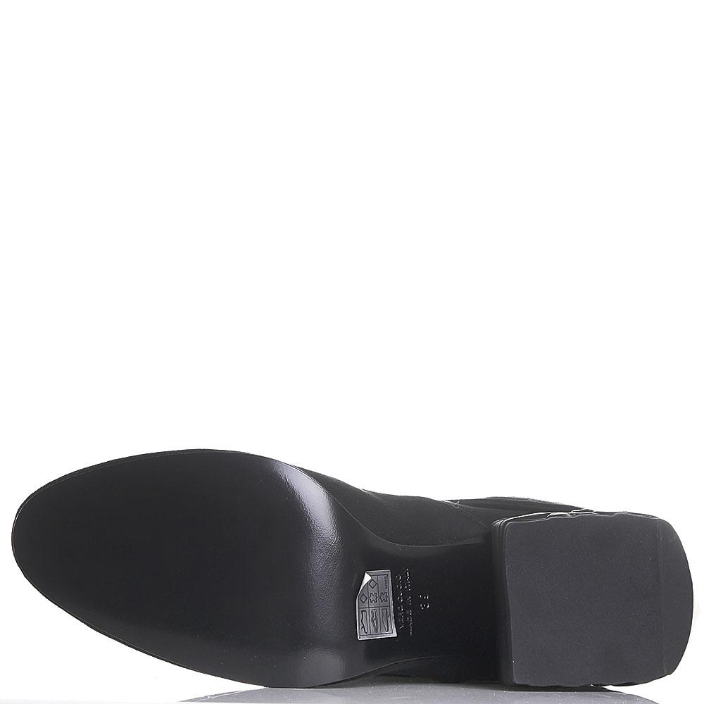 Черные замшевые ботфорты Strategia на устойчивом каблуке
