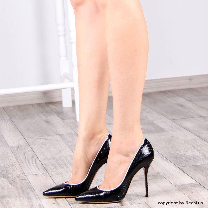 Туфли-лодочки Casadei лаковые черного цвета с белой окантовкой и фактурой кожи змеи