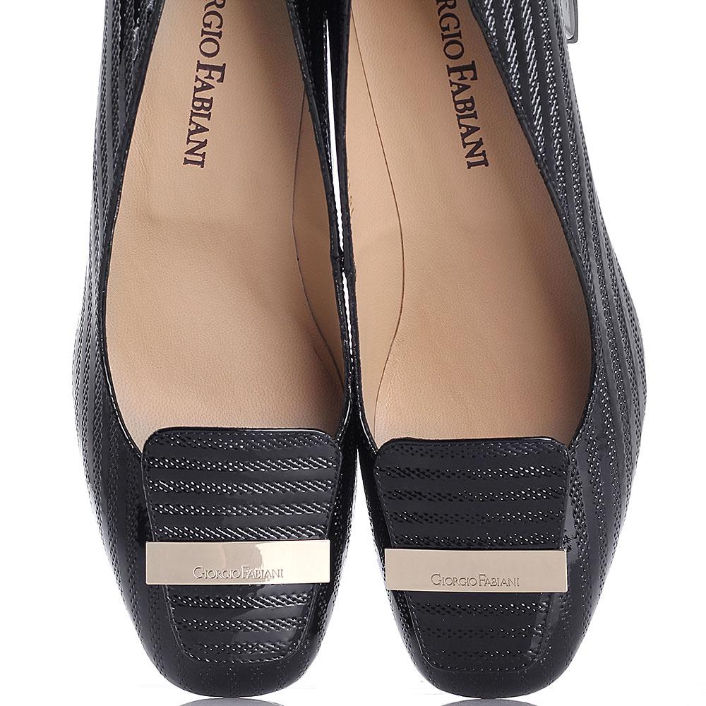 Туфли Giorgio Fabiani из лаковой кожи черного цвета с декоративной перфорацией