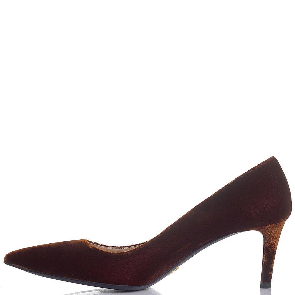 Коричневые велюровые туфли Prada с острым носком