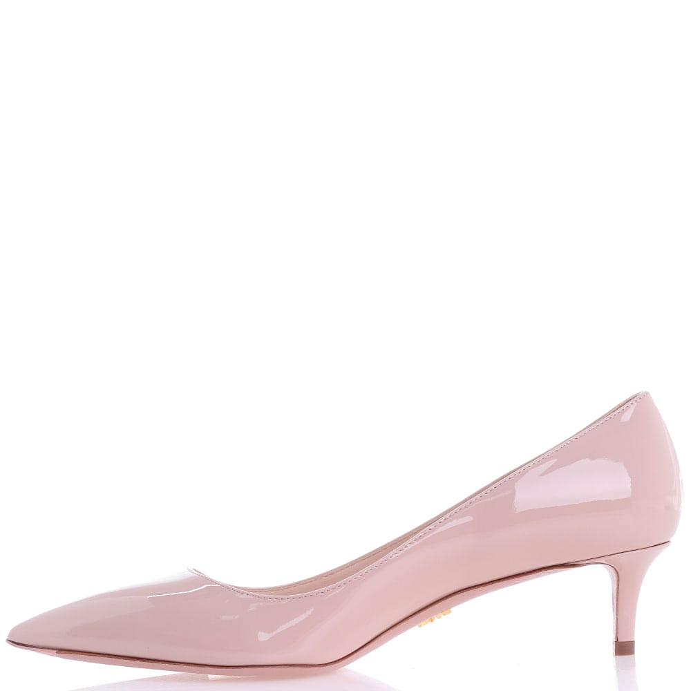 Лаковые туфли Prada бежевого цвета