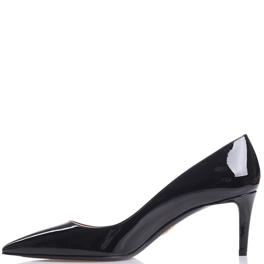 Лаковые туфли Prada черного цвета