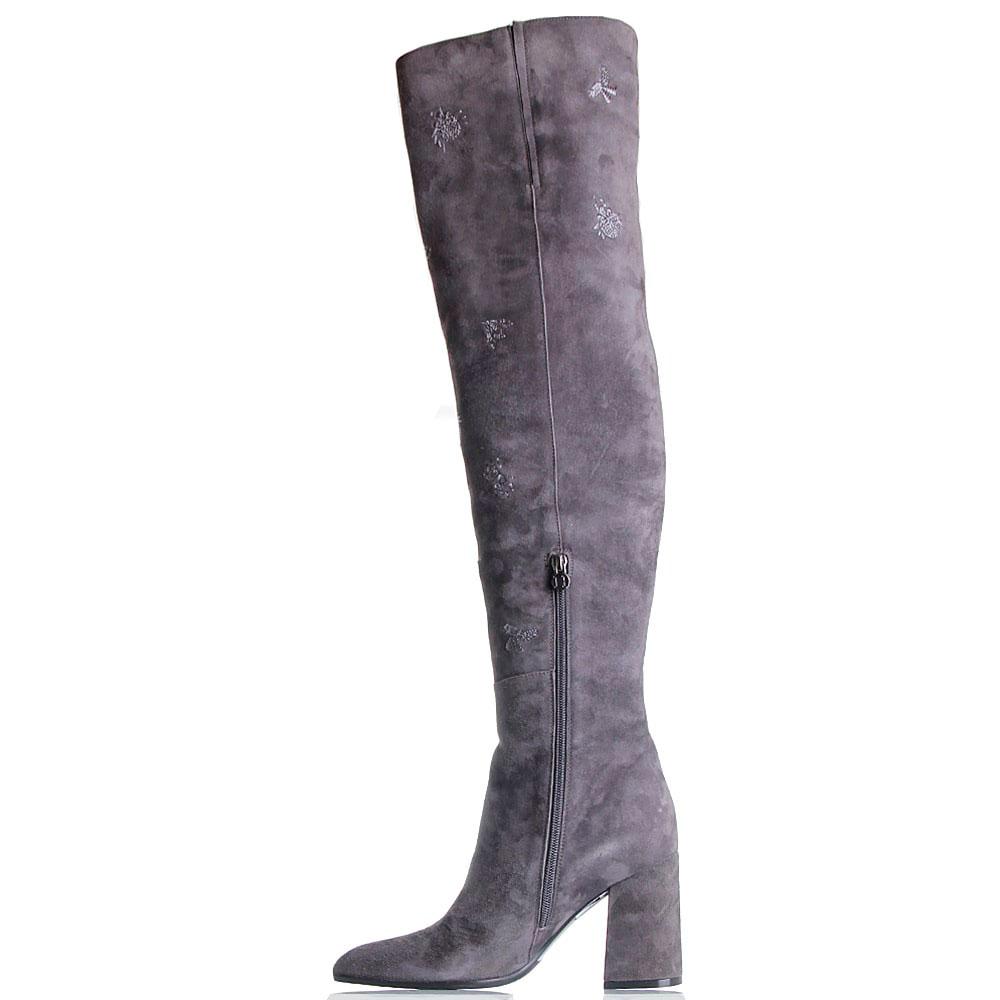 Замшевые сапоги серого цвета Hestia Venezia с вышивкой в виде жуков