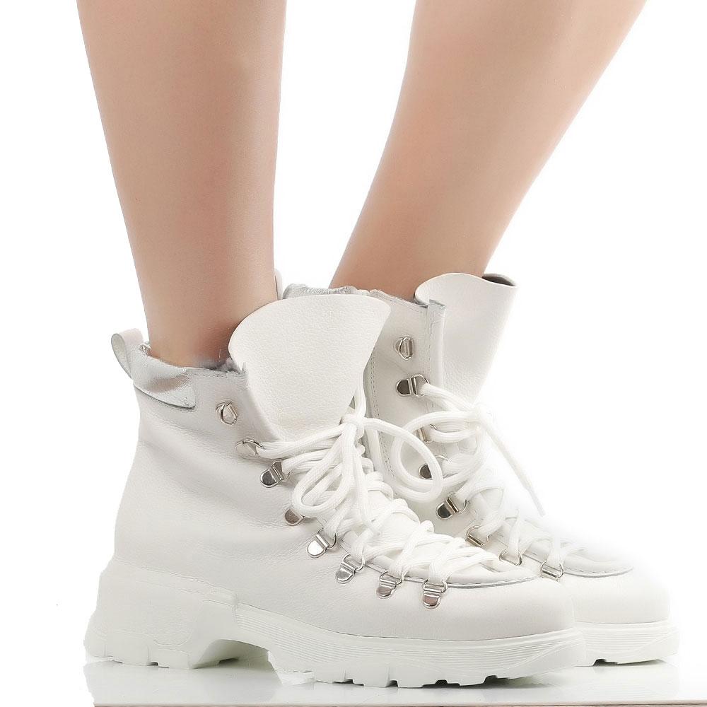 Ботинки Fru.It белого цвета на меху